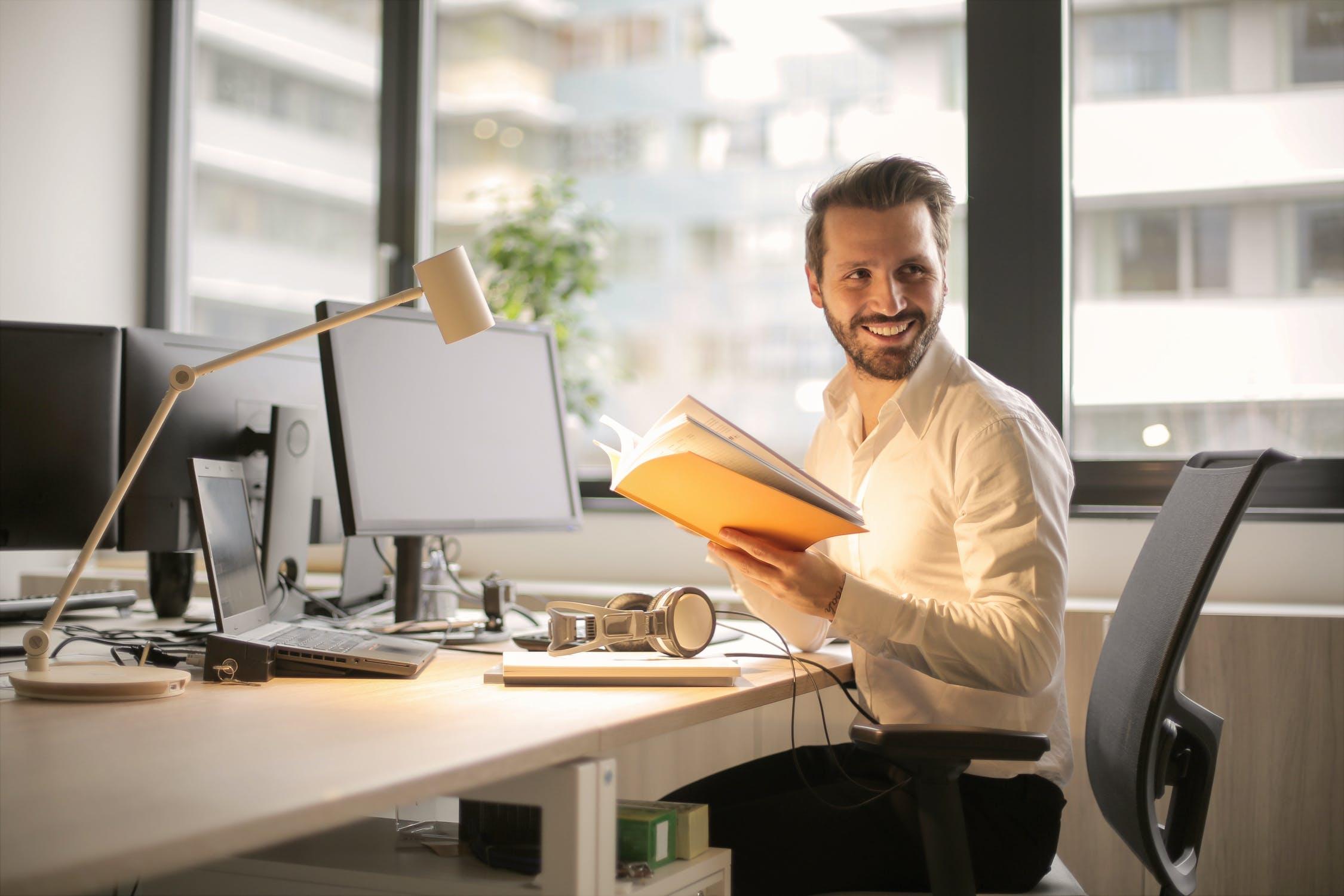 De opkoop en verkoop van kantoormeubelen